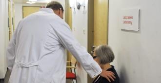 """Lääkärille pääsy ei nopeudu – Juvonen: """"Hoitotakuu on vain yksi hienoista kiertoilmaisuista"""""""