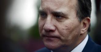 Kommunistien pistooli demareiden ohimolle: Vasemmistopuolue Stefan Löfvenin uuden hallituksen taakse