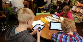 Kivelä: Kännykät eivät kuulu kouluun