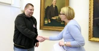 """54 324 suomalaista vaatii ulkomaalaisrikollisia ulos – Puuhamies: """"Oli pakko tehdä jotain"""""""