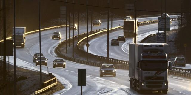 LKS 20140218  Liikennettä Kuopiossa 5 -tien varrella 27. joulukuuta 2011. LEHTIKUVA Vesa Moilanen