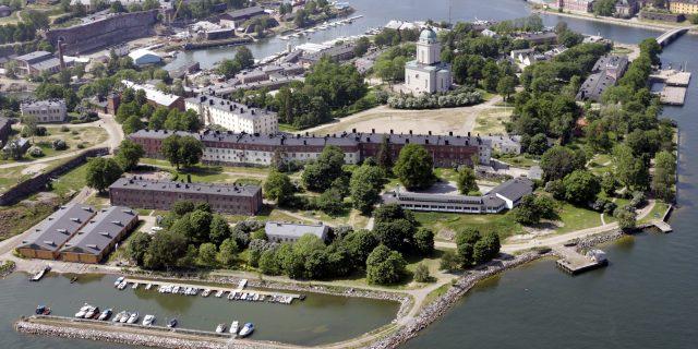 Suomenlinnan merilinnoitus Helsingissä. ... An aerial view of Suomenlinna sea fortress in Helsinki. LEHTIKUVA / KIMMO MÄNTYLÄ