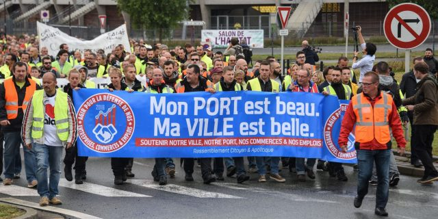 """LKS 20160905 LIL1108; People hold a banner, reading """"My harbour is beatiful, My city is beautiful, as they take part in a demonstration on September 5, 2016 in Calais, to call for the dismantling of the so-called """"Jungle"""" migrant camp in the French northern port city of Calais. The Jungle, a squalid camp of makeshift tents and shelters, is home to around 7,000 migrants but charities say the number might be as high as 10,000 after an influx this summer. / AFP / DENIS CHARLET - LEHTIKUVA / AFP"""