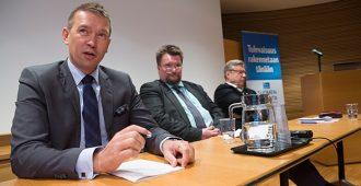 Kansanedustaja Packalénilta lakialoite: ei enää ajokieltoa toistuvista lievistä ylinopeuksista