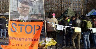 """Osalla osallistujista kielteinen turvapaikkapäätös – PS:n Ahva: """"Miksi ulkomaalaisvalvonta ei toimi Helsingin mielenosoituksessa?"""""""