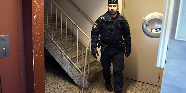 Ruotsalaisten poliisien avunhuuto – kriisilähiöiden rikollisuus riistäytyy käsistä