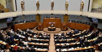 """Perussuomalaisten Immonen ja Savio tenttasivat sisäministeriä turvapaikkapolitiikasta – """"miljardiluokan säästöt mahdollisia"""""""