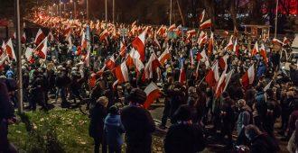 Puolan 60 000 kansallismielisen marssi sujui välikohtauksitta – mutta liberaali media leipoo siitä ääritapahtuman vaikka väkisin