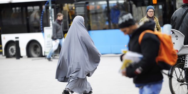 Päivän kuvat: Burka ja niqab ovat nyt kiellettyjä Ranskassa – mitä ne ovat?