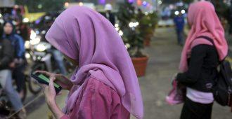 Naiset haluavat kaataa Iranin pappisvallan: Sukupuoleen perustuvan rotusorron on loputtava