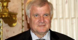 Saksan sisäministeri Seehofer taas valmis eroamaan – tällä erää puolueensa johdosta