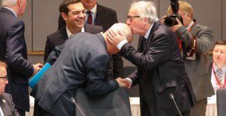 Näin toimii vastuullinen media: Pilkkaa, kun Donald Trump hörppää lasista vettä – puolustelee, kun EU-pomo Juncker horjuu hörpittyään vahvempia aineita