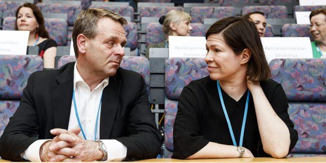 Helsingin kaupunginhallituksen jäsenet pormestari Jan Vapaavuori (kok.) ja  apulaispormestari Anni Sinnemäki (vihr.). 668a7a5503