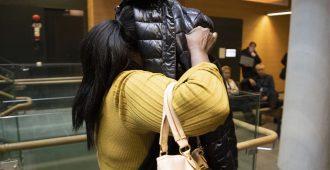Vihreistä tuttu Saido Mohamed lymyili takkinsa alla saapuessaan käräjille – syytetään törkeästä rahanpesusta