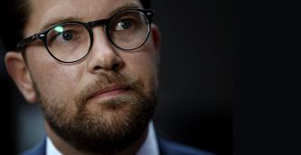 """Ruotsiin uusi hallitus, porvariallianssi mäsäksi – ruotsidemokraattien Åkesson: """"Koko poliittisen urani aikana en ole nähnyt yhtä sekopäistä touhua"""""""