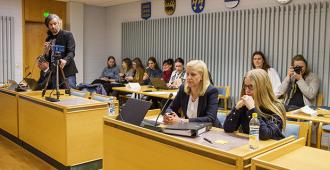 Kommentti: Johanna Vehkoon eriskummallinen oikeudenkäynti – valtamedia julistaa jo etukäteen, mikä on oikea tuomio