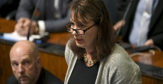 Perussuomalaiset vaati kyselytunnilla tukea lapsiperheille – ministeri pakeni vastuutaan