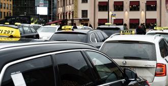 Asema-aukion taksikaaos jatkuu Helsingissä – reviirikiistat johtaneet nyrkkitappeluihin