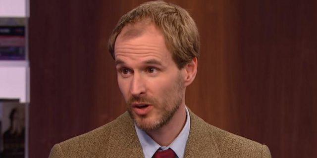 Sukupuolihistorian tutkija Christopher Dummitt. Kuvakaappaus: Youtube.