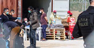 Mäkynen: Korona jyllää, silti hallitus keskittyy pakolaisten vastaanottamiseen