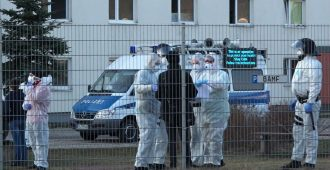 Turvapaikanhakijat eivät meinaa pysyä koronakaranteenissa Saksassa