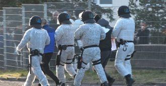 Tulipalo vastaanottokeskuksessa – 43 poliisia koronakaranteeniin sylkemisen takia
