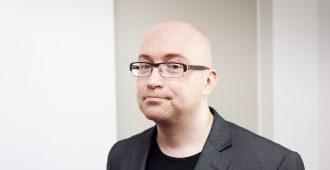 """Kirjailija Jarkko Tontti moittii sekavaa koronaviestintää: """"Median olisi pitänyt puuttua voimakkaammin Ohisalon toimintaan"""""""