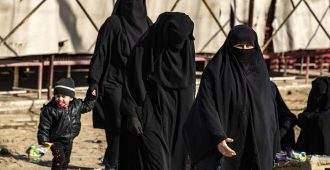 Mikään laki ei velvoittanut hallitusta auttamaan Isis-naisia Suomeen – kelkka kääntyi vuodessa