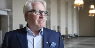 """Vallin: """"Mitään faktoihin perustuvia syitä Suomen korkeille autoilun veroille ei ole olemassa – järkevintä talouspolitiikkaa olisi alentaa autoilun verotusta esimerkiksi Viron tasolle"""""""