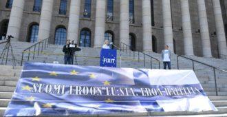 Suomessa luottamus hallitukseen ja Euroopan unioniin vähenemässä – rahavirtojen kohdemaissa luotto EU:hun kohenee
