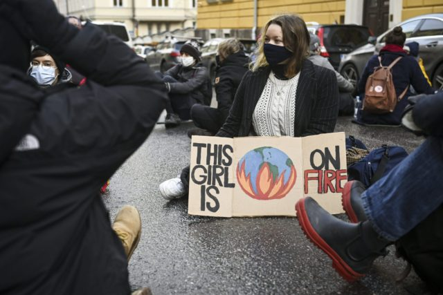 Elokapinan emojärjestö Britanniassa kannustaa nyt aktivistejaan jättämään asuntolaina...