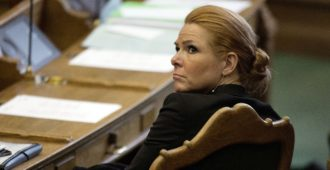 Tanskan ex-maahanmuuttoministeri virkasyytteeseen – yritti suojella lapsimorsiamia