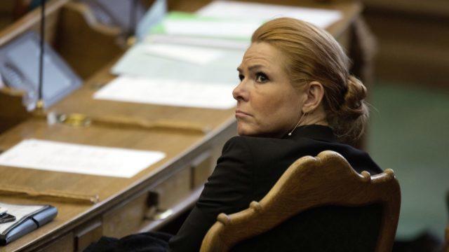 Tanskan ex-maahanmuuttoministeri virkasyytteeseen - yritti suojella lapsimorsiamia -...