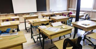 Luokalle ei saa jättää eikä nelosia haluta antaa, luku- ja kirjoitustaidoton oppilas voi päästä kokeesta läpi pelkästään keskustelemalla aineesta opettajan kanssa