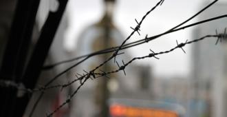 Komissio vaatii: Suomelle uudet vihapuhelait, luotettavat kansalaisjärjestöt toteuttamaan ennakkosensuuria