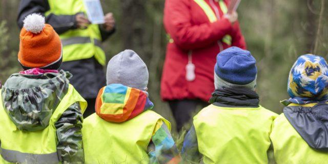 """Lakivaliokunnan perussuomalaiset: Lasten oikeuksia ei huomioitu riittävästi lakiuudistuksessa – """"Kaikkien lasten kanssa työskentelevien rikostausta täytyy selvittää"""""""