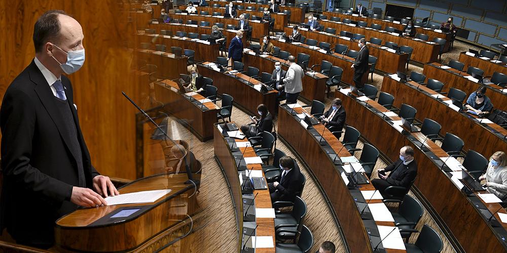 Perussuomalaiset kävivät eduskunnassa EU-pakettia vastaan massiivisella vyörytyksellä – käsittely jatkuu jo toiseen yöhön