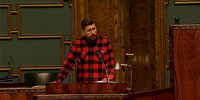 Tynkkynen ei hellitä – Suomen itsenäisyyttä puolustava puhe on kestänyt jo tunteja