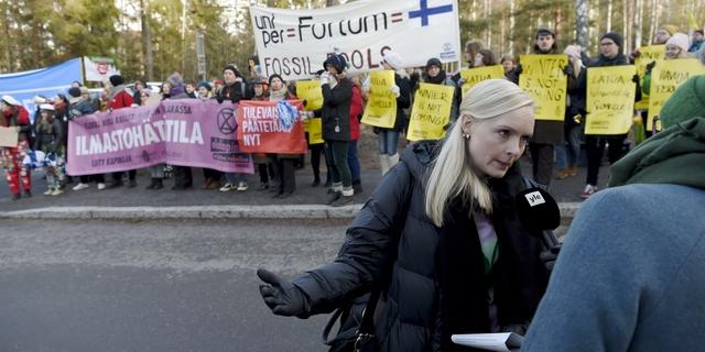 """Anarkistien blokki estää hälytysajoneuvojen liikkumisen Helsingin pääväylällä – """"Ihmettelen, että sisäministeri fanittaa tätä porukkaa"""""""