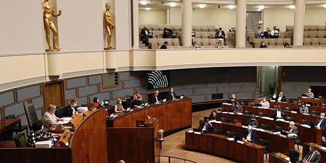 Sote-valiokunnan perussuomalaiset: Keskustan ja vihervasemmiston härski vaihtokauppa etenee eduskunnassa