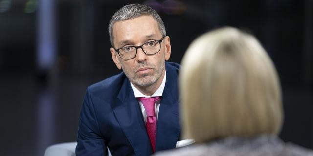 """Itävallan vapauspuolue haluaa """"Euroopan linnoituksen"""" suojelemaan naisia ja lapsia"""