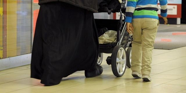 10 000 lasta kateissa Ruotsissa – satojen miljoonien lapsilisät ja vanhempainrahat juoksevat huijareiden taskuun
