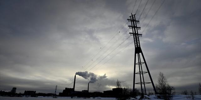 Sähkökriisi runtelee maita pitkin Eurooppaa – komissio on huolissaan ilmastopakettinsa kannatuksesta